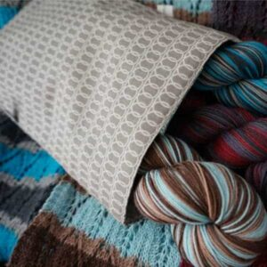 IU-bag-with-yarn-2