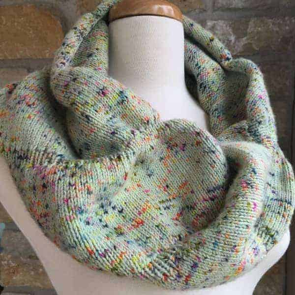 Kelly/kelbelmakes' Curtain Call Cowl in Lynai Superwash Sock Yarn, colorway Manic Speckled