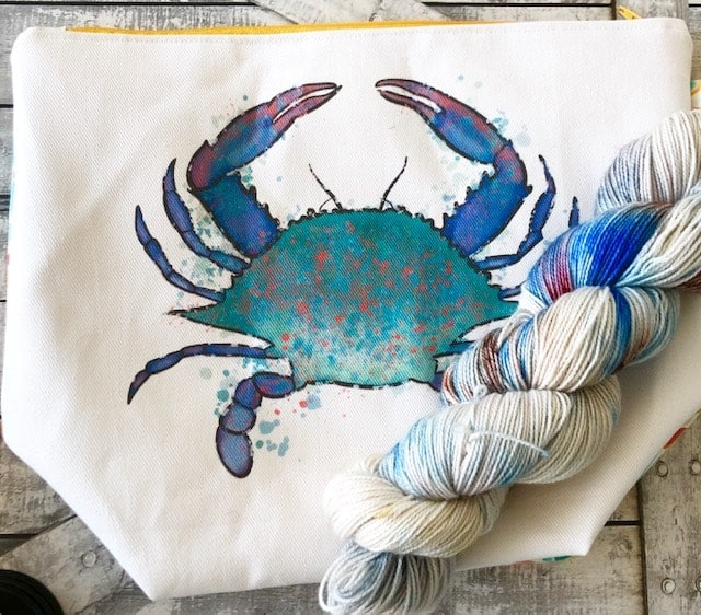 A blue crab tote bag with blue speckled yarn