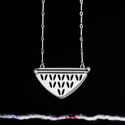 Silver pendant with stockinette stitch