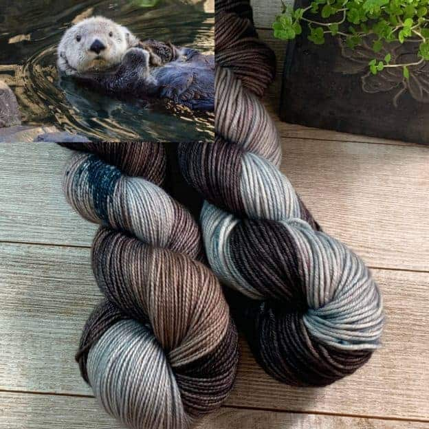 An otter with gray and brown yarn.