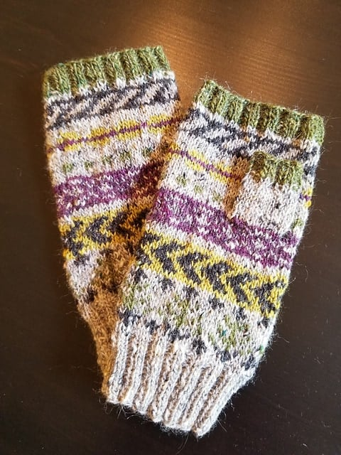 Colorwork mitts