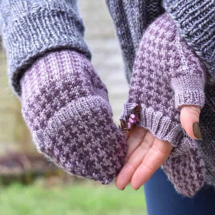 Purple houndstooth fingerless mitts.